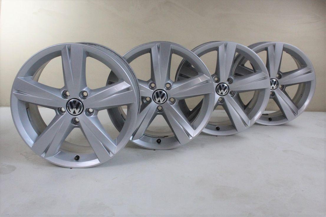 [Paket] VW Beetle 5C Winterräder Alufelgen 215 55 17 Zoll Felgen Spin 561601025A