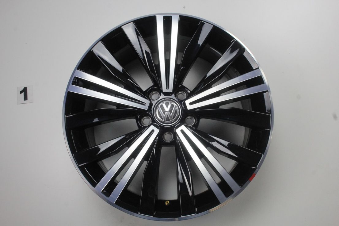 [Paket] VW Tiguan ll 5NA Allspace Allwetter Nizza schwarz 235 55 18 Zoll 5NA601025AB