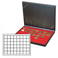 NERA M coin case with a light red insert with 48 square compartments. Suitable for coins or coin capsules with Ø up to 30 mm. Also suitable for Champagne capsules. – Bild 1