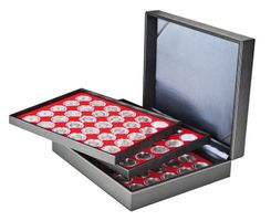 Coin case NERA XL with 3 trays and light red coin inserts for 90 coin capsules with external Ø 39,5 mm, e.g. for german 20 Euro-/10 Euro-commemorative coins in LINDNER coin capsules – Bild 1