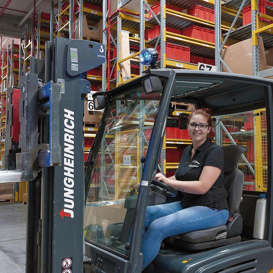 Warehouse Logistics Specialist (m/f/d)