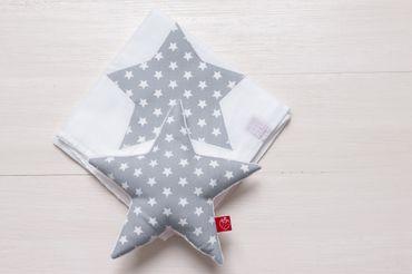 Geschenkeset Stern grau: Babyrassel & Stoffwindel