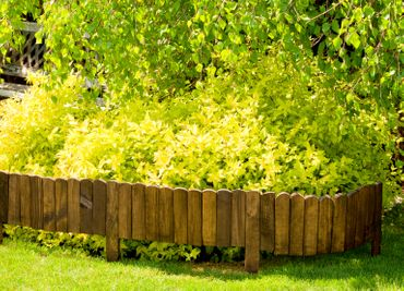 Floranica® Spiked Roll Boarder as plug-in fence 203 cm long, height 20 cm as wooden border for flower beds, border for lawn edges or palisades – natural color weatherproof impregnated – Bild 4