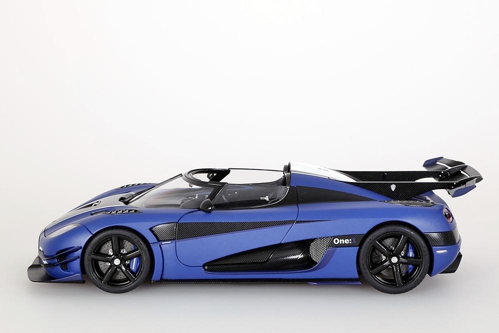 Koenigsegg One:1  2014  blau matt /carbon black – Bild 3