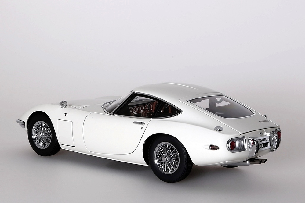Toyota 2000 GT Coupe 1965  weiss with wire spoke wheels – Bild 2