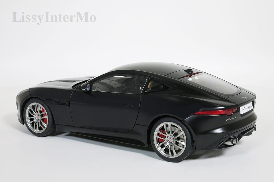 Jaguar F-Type R Coupe 2015  schwarz matt  – Bild 3
