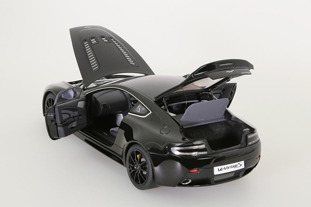 Aston Martin V12 Vantage S  2015  jet black – Bild 3
