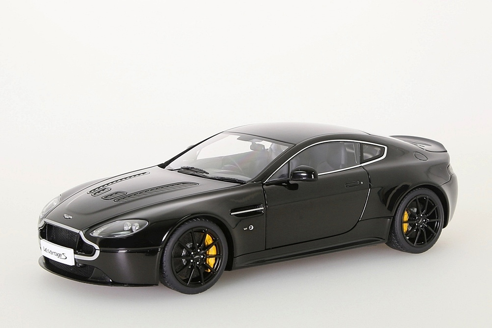 Aston Martin V12 Vantage S  2015  jet black – Bild 1