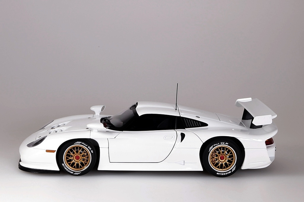 Porsche 911 GT1  1997  Plain Body Version weiss – Bild 5