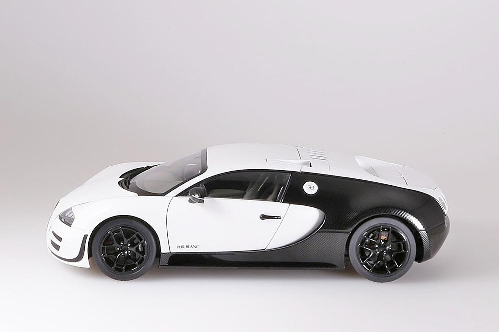 Bugatti Veyron 16.4 Super Sport  2012  matt weiss / schwarz – Bild 4
