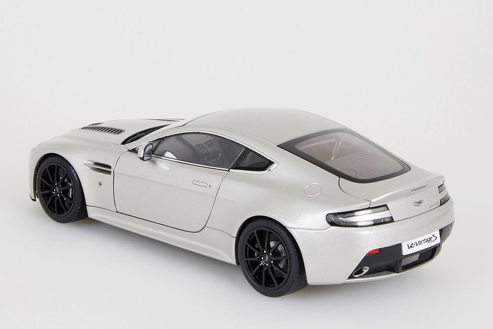 Aston Martin V12 Vantage S  2015  meteorite silber – Bild 3