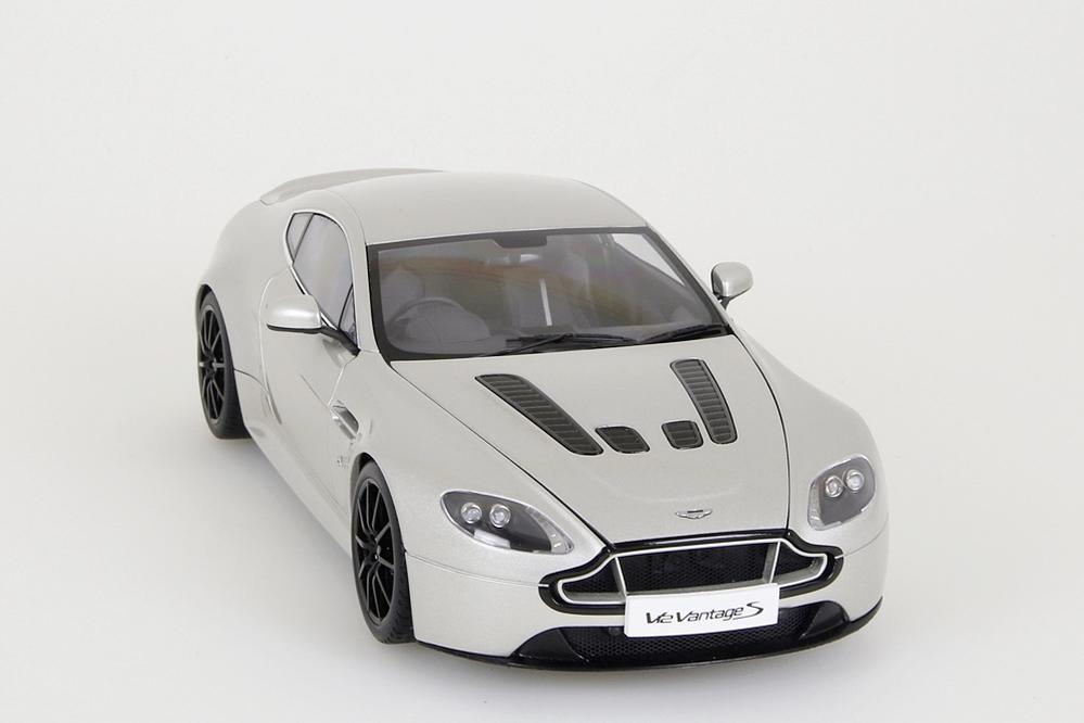 Aston Martin V12 Vantage S  2015  meteorite silber – Bild 9