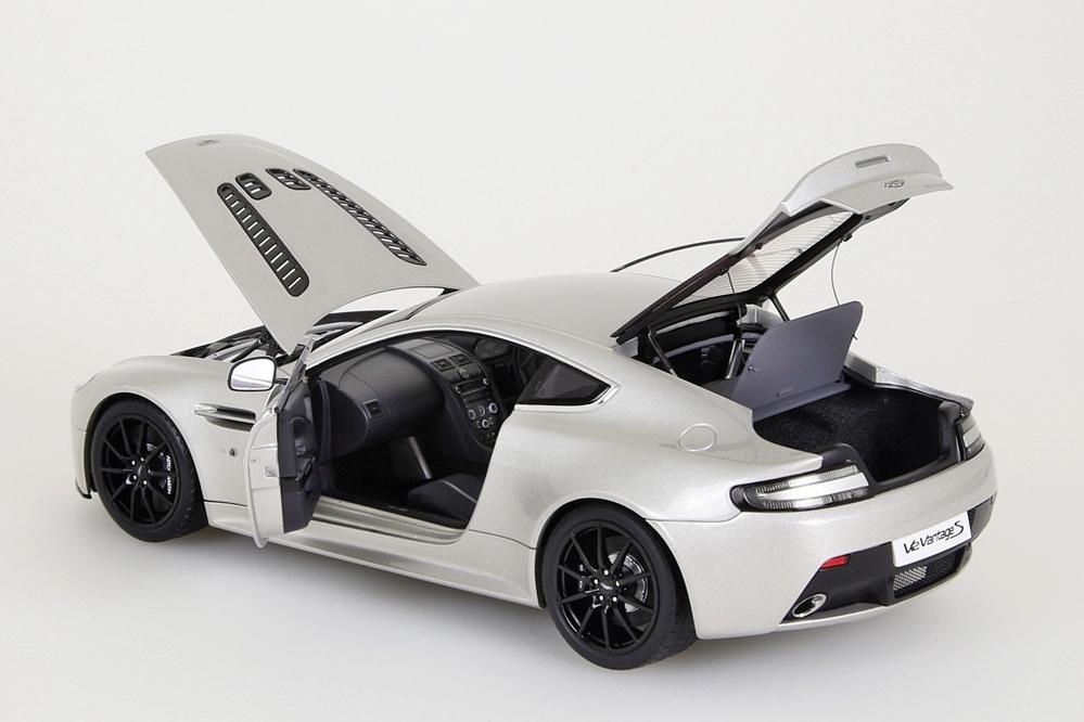 Aston Martin V12 Vantage S  2015  meteorite silber – Bild 10