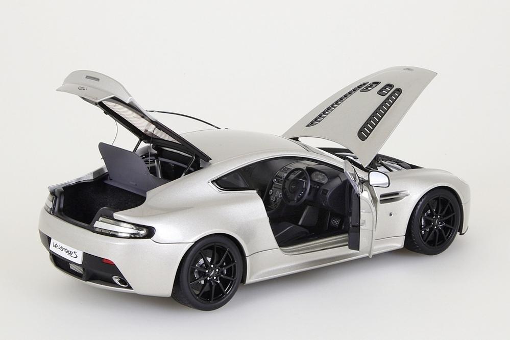Aston Martin V12 Vantage S  2015  meteorite silber – Bild 13
