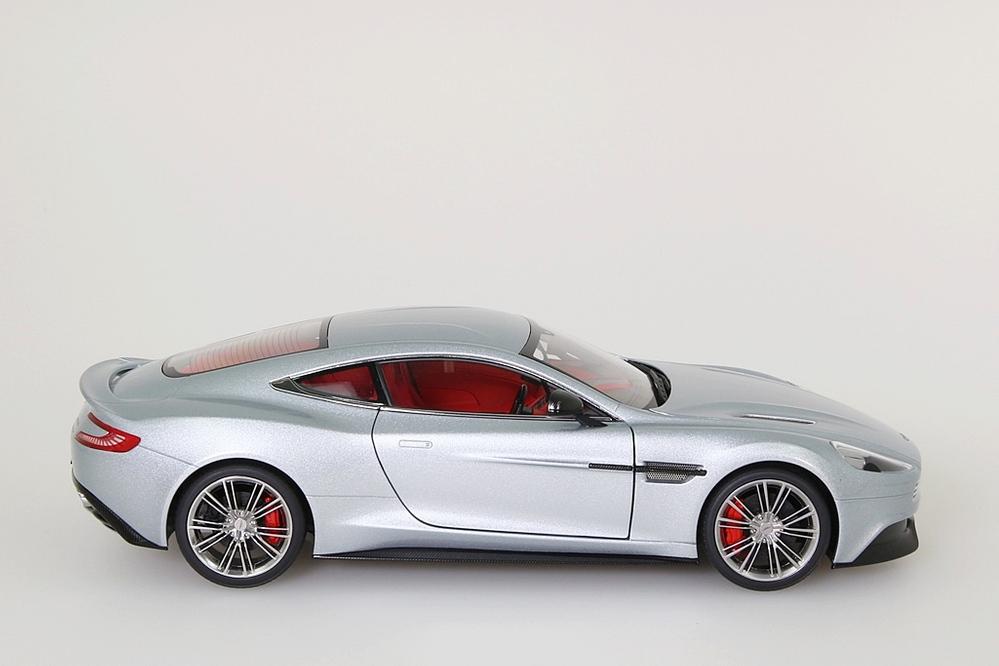 Aston Martin Vanquish 2015 silber – Bild 8