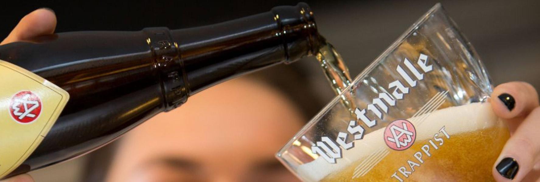 Trappistenbier richtig ins Glas einschenken