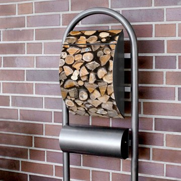 Standbriefkasten Hammerschlag Holzstapel