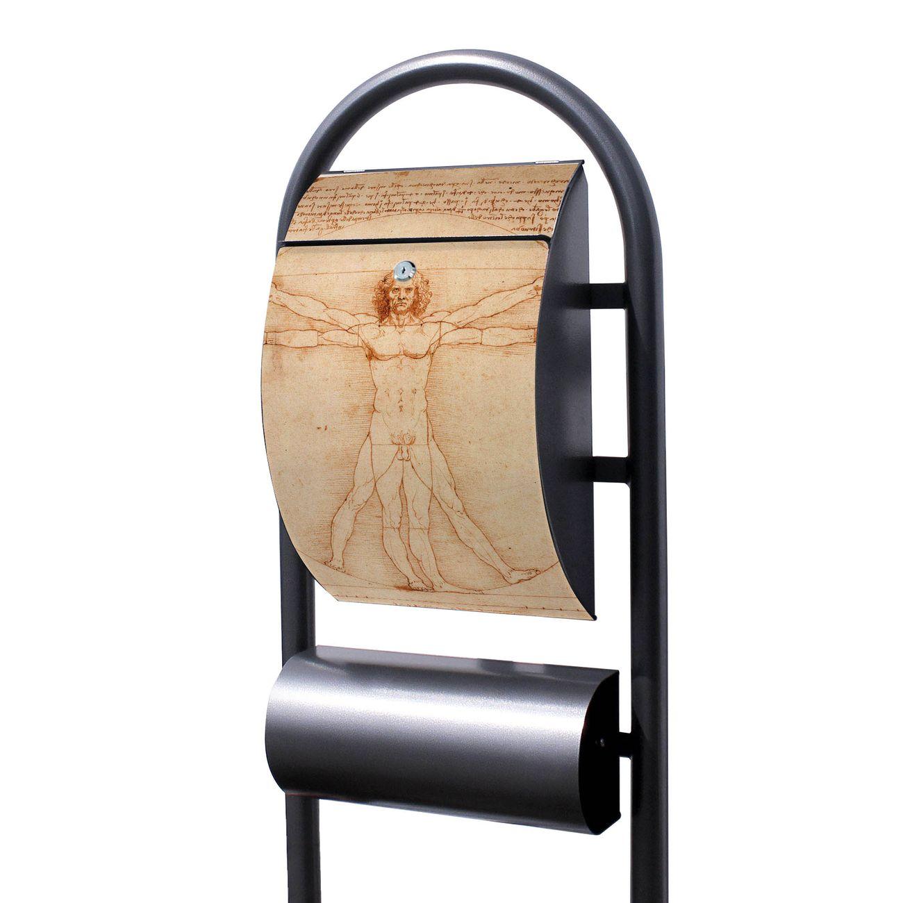 Standbriefkasten Hammerschlag Vitruvianische Figur