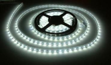 LED Band 5 Meter 300 5630 SMD LED warm weiß 3000K 90 Watt ca 6700 Lumen IP20