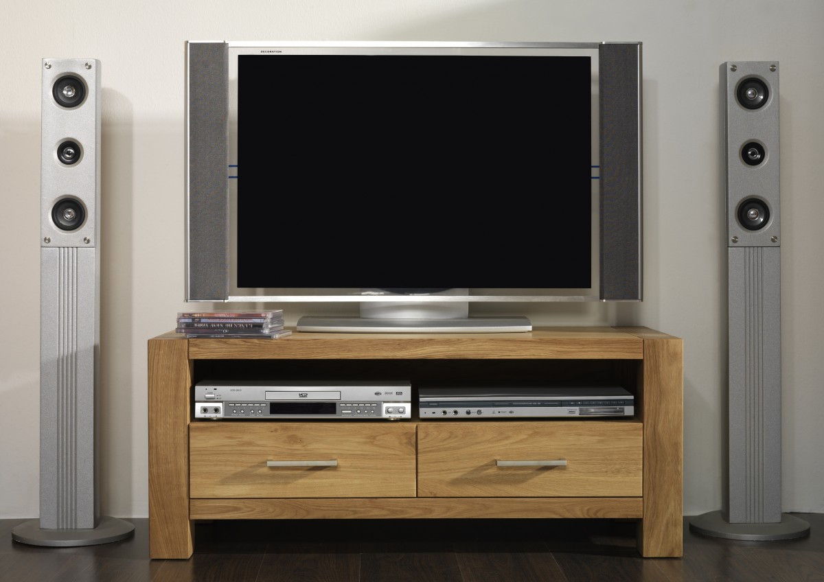 tv board lowboard tv tisch tv anrichte tv m bel eiche massiv ge lt natur wohnzimmer tv m bel. Black Bedroom Furniture Sets. Home Design Ideas