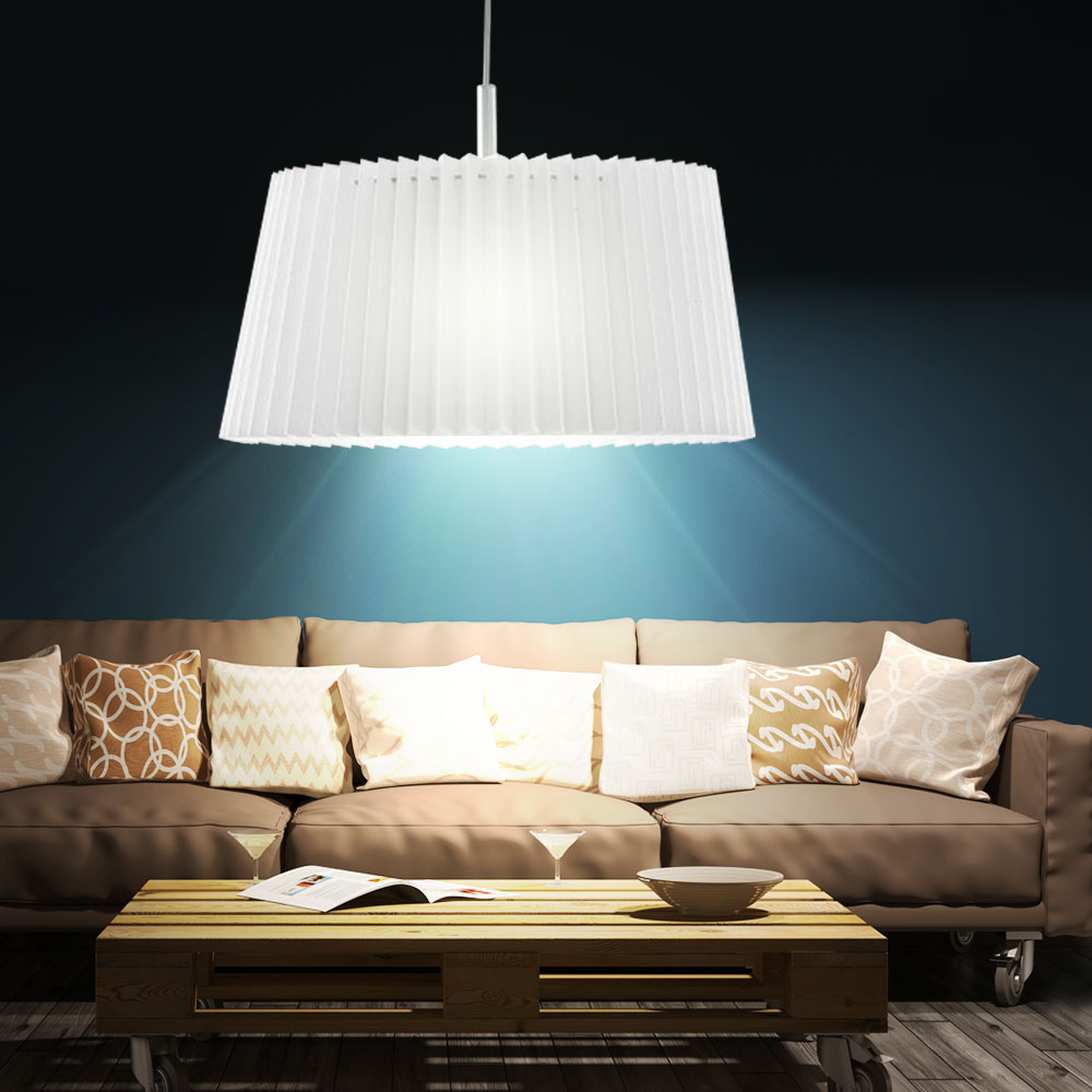 h ngelampe in klassischem design mit wei em schirm lampen. Black Bedroom Furniture Sets. Home Design Ideas