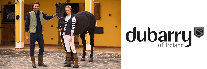 Paar vor einem Pferd, rechts davon das Dubarry Logo