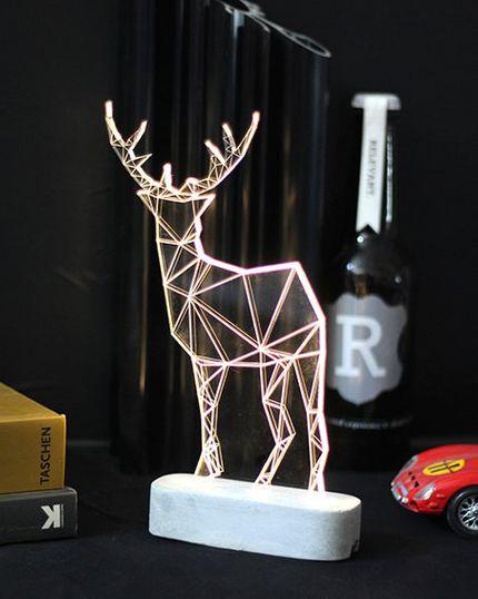 Ausgefallene Tischlampe im Rentier Design - groß