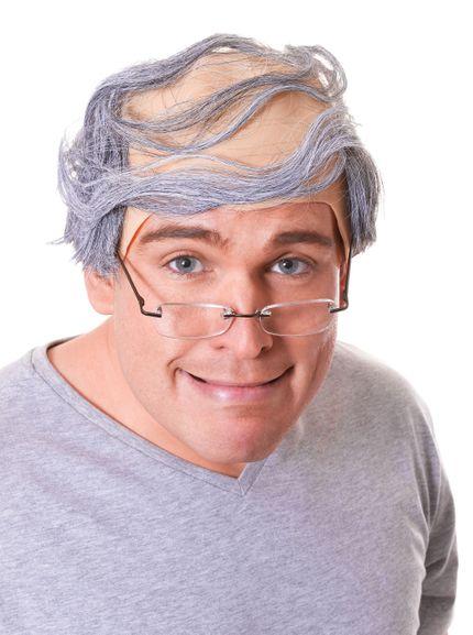 Halbglatze mit grauem Haar