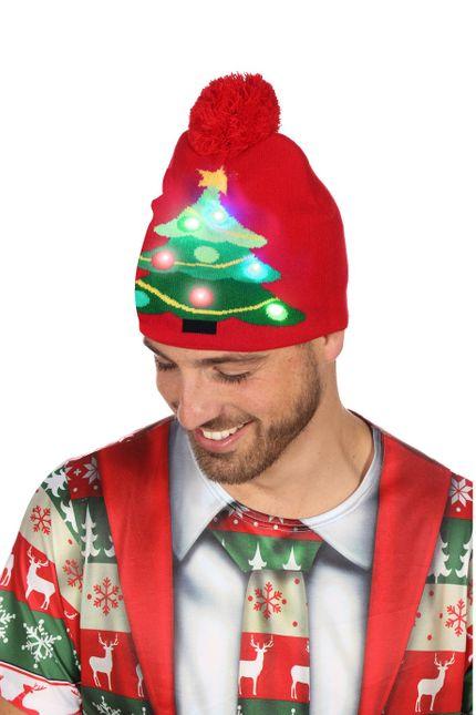 Bommelmütze mit leuchtendem Weihnachtsbaum