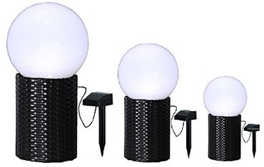 BUVTEC 3er Set 25 20 15 cm LED-Solar-Kugel mit Sockel in Rattanoptik, Farbe: weiss / schwarz, 1 warm white LED, mit Solarpanel, incl. Akku, Outdoor – Bild 1