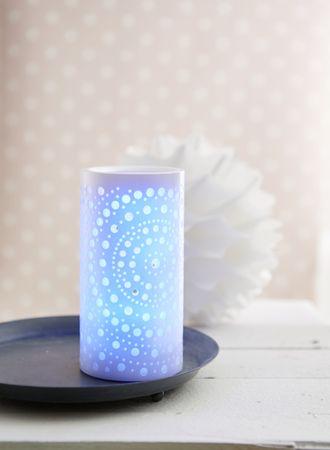 "LED-Wachskerze ""Mandy"", weiss, Mandaladesign – Bild 12"