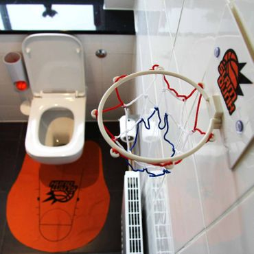 Toiletten Basketball – Bild 1