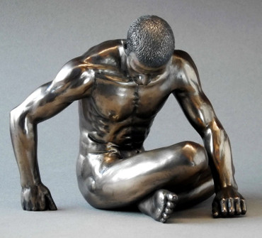 BODY TALK 75154 - man poses - Akt Skulptur hockender Athlet - H 17.00 cm XL-Size
