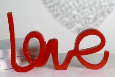 """Skulptur """"Love"""" aus Poly · rot glänzender Schriftzug Höhe: 22 cm Breite: 37 cm"""