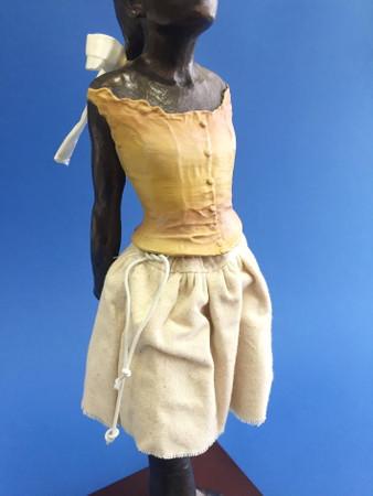 Petite Danseuse de 14 Ans -L- Leinen EDGAR DEGAS Skulptur DE12 – Bild 3