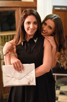 styleBREAKER glitzernde Envelope Clutch, Abendtasche im Kuvert Design mit Gliederkette, flache Ausführung, Tasche, Damen 02012148 – Bild 7