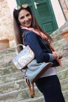 styleBREAKER Rucksack mit Pailletten besetztem Überschlag, Leinen Optik, Tasche, Damen 02012155 – Bild 10