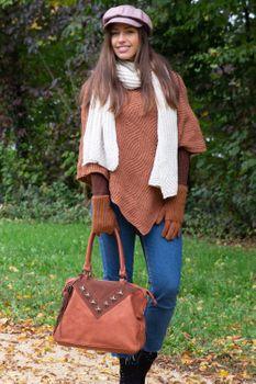 styleBREAKER Shopper Tasche mit Metall-Cutout in Stern Form und Quaste, Schultertasche, Umhängetasche, Handtasche, Damen 02012180