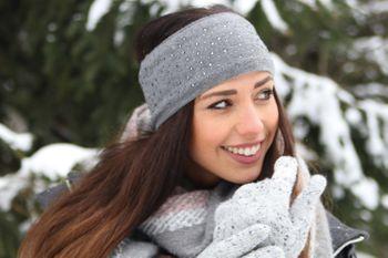 styleBREAKER Damen Feinstrick Stirnband mit Strass Nieten Applikation und weichem Fleece Innenfutter, Haarband, Headband 04026003 – Bild 27