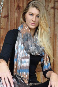 styleBREAKER weicher Schal mit Schuppen Muster und Fransen, Winter Strickschal, Tuch, Damen 01017057 – Bild 6
