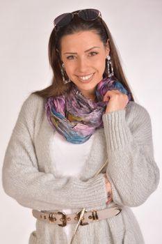 styleBREAKER Damen Feder Muster Batik Style Loop Schlauchschal, Crash and Crinkle, seidig leicht, Tuch, Schal 01016064