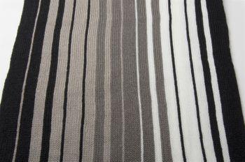 styleBREAKER Feinstrick Herren Schal im Streifen Look, Strickschal mit Fransen, weich und warm 01018117 – Bild 24