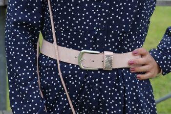 styleBREAKER Gürtel mit zweifarbigen Nieten an der Schlaufe, Nietengürtel, kürzbar, Unisex 03010088 – Bild 33