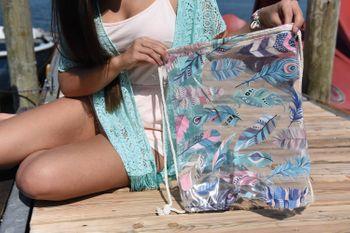 styleBREAKER transparenter Turnbeutel mit Feder Print, wasserabweisend, Sportbeutel, Rucksack, Beutel, Damen 02012251 – Bild 5