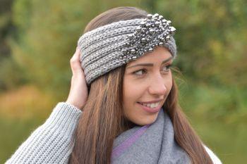 styleBREAKER Damen Strick Stirnband mit Twist, Knoten und Perlen, Haarband, Headband 04026022 – Bild 15