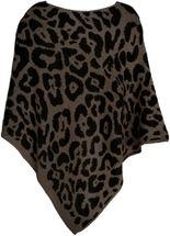 styleBREAKER Damen Feinstrick Poncho mit Leoparden Muster, Animalprint, Rundhals 08010057 – Bild 12