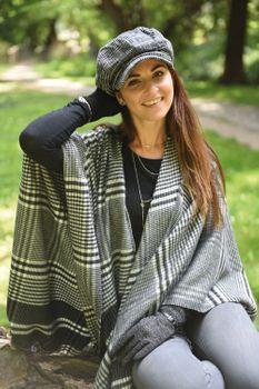 styleBREAKER Damen Cape mit Glencheck Karo Muster und Fransen, Umhang, Poncho, Damen 08010058 – Bild 6