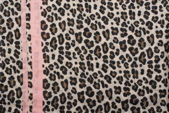 styleBREAKER Damen Schal mit Leo Muster, farbigem Streifen und Fransen, Tuch 01017082 – Bild 4