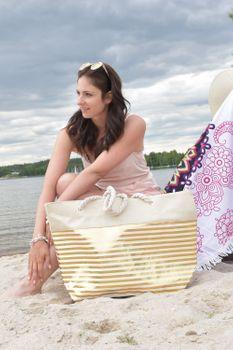 styleBREAKER Damen XXL Strandtasche mit Metallic Streifen und Reißverschluss, Schultertasche, Shopper 02012281 – Bild 10