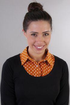 styleBREAKER Damen Blusenkragen Einsatz mit Punkte Muster und Knopfleiste, Kragen für Blusen und Pullover, Rockabilly Style 08020005 – Bild 36